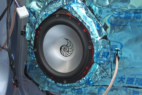 """产品描述:改装车型:奥迪A6L配置清单主机:原车主机前声场:德国海螺3.16s两分频中音:魔立方M-3前声场功放:魔立方P-4旗舰四路功放超低音:魔立方C-10XB 10""""带箱超低音超低音功放:魔立方D-1000单声道功放电容:魔立方PC-1.5 x2隔音:大能"""