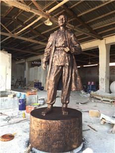 紅河州定制-白求恩醫生玻璃鋼紅銅雕塑