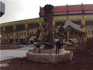 西雙版納洲勐臘縣民族廣場-定制玻璃鋼民族人物紅銅雕塑