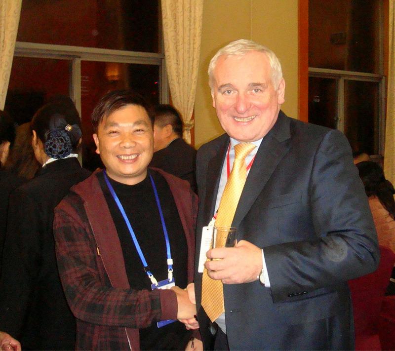 爱尔兰前总理伯蒂.埃亨亲切会见公司董事长方义华先生